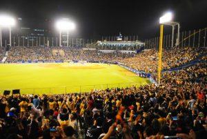 プロ野球の球団別観客動員数2016年までの推移 ワーストは?